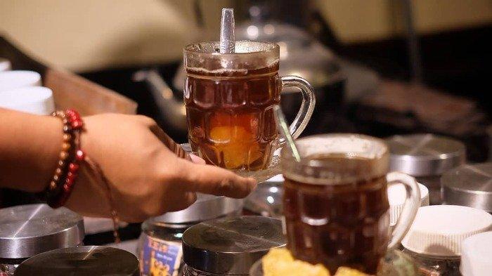 Sajian teh di Kedai Lokalti Jogja, yang diracik menggunakan teh lokal asli Indoenesia.