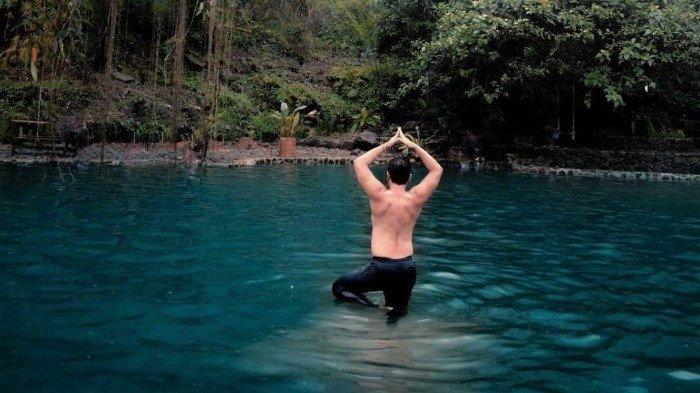 Telaga Batu, wisata gunung di Bogor yang tawarkan sensasi berenang di alam terbuka.
