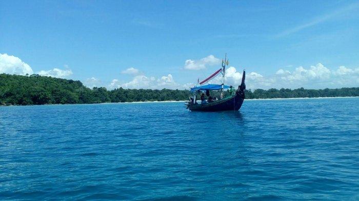 Teluk Banyu Biru Selain Teluk Ijo Inilah Pilihan Lain Destinasi Wisata Laut Di Banyuwangi Halaman 3 Tribun Travel