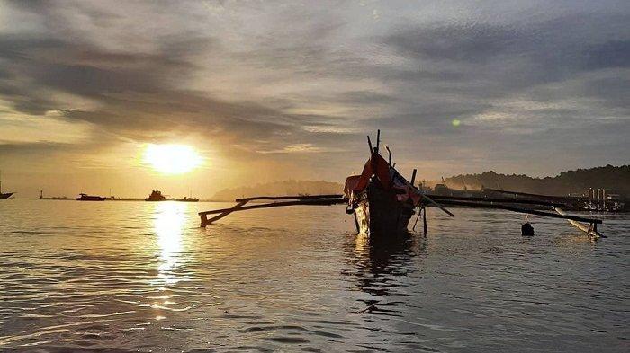 TRAVEL UPDATE: Menikmati Indahnya Pelabuhan Teluk Bayur dari Bukit Karan Rawang Padang