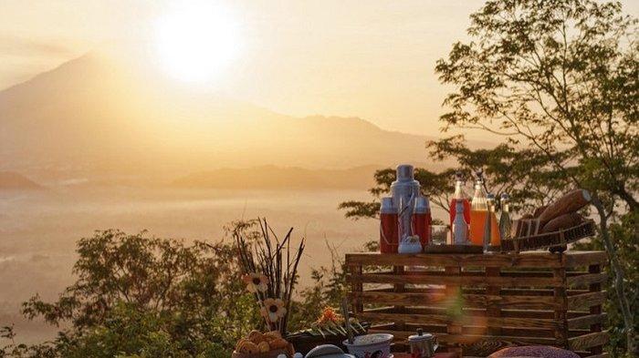 Tempat Selfie di Restoran Mata Langit di Magelang, Tawarkan Pemandangan Gunung hingga Candi
