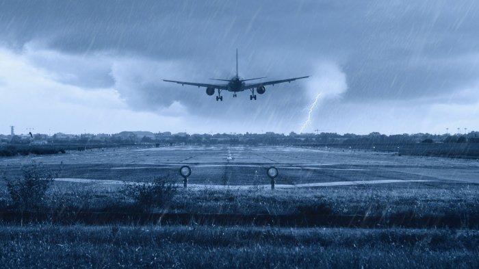 4 Pengalaman Buruk Penumpang di Pesawat, Bau Busuk hingga Hindari Badai Sebelum Lepas Landas
