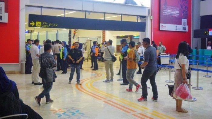 Tombol Lift di Terminal 2 Bandara Soekarno-Hatta Bisa Ditekan Pakai Kaki