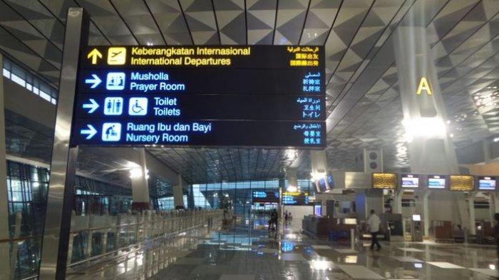 Hadapi New Normal, Lift di Terminal 2 dan 3 Bandara Soekarno-Hatta Gunakan Tombol Kaki