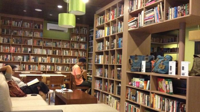 Reading Room Cafe Jakarta - Selain di Toko Buku, Kamu Bisa Baca Gratis sambil Ngopi di Sini