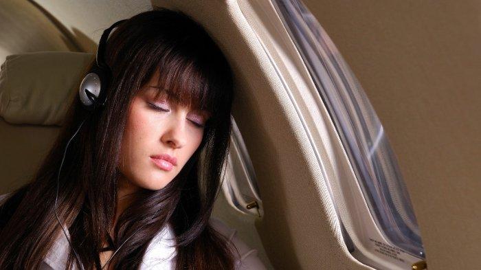 Penumpang Ini Bagikan Tips Tidur Nyaman di Pesawat saat Penerbangan Jarak Jauh