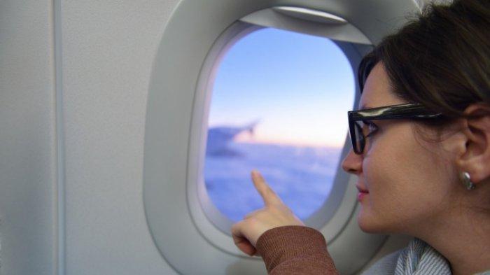 Pramugari Ini Ungkap Pentingnya Membuka Tirai Jendela Pesawat Saat Lepas Landas dan Mendarat