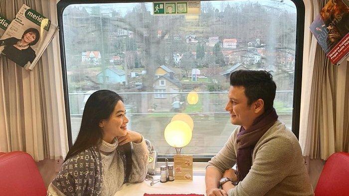 Potret Romantis Titi Kamal dan Christian Sugiono Saat Liburan Tahun Baru di Jerman dan Republik Ceko