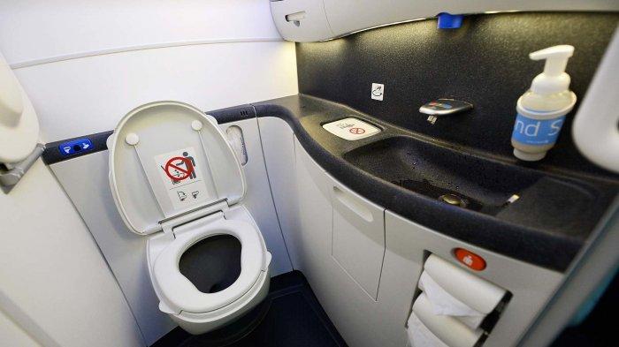 Tidak Langsung Buang! Begini Proses Pembuangan Kotoran dalam Toilet Pesawat