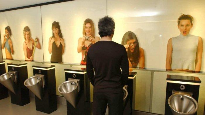 Cewek Jomblo Dilarang Terjun Payung hingga Siram Toilet, 5 Aturan Absurd Ini Buat Tepuk Jidat