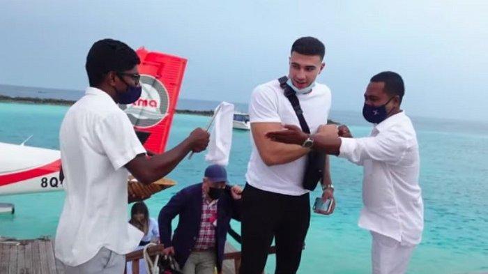 Influencer Asal Inggris Ini Kembali Banjir Kritikan Setelah Liburan ke Maldives Tanpa Masker
