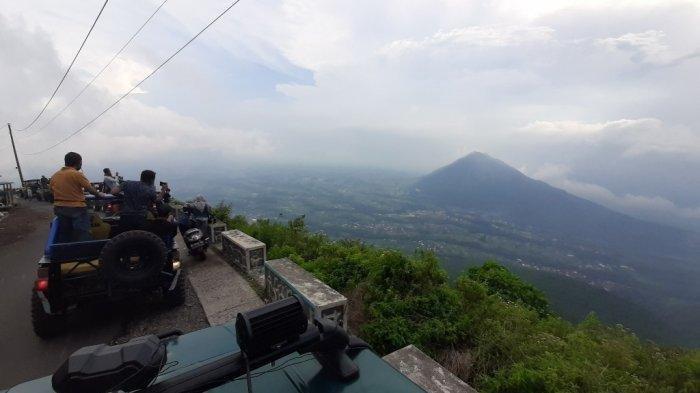 Serunya Berkendara Jip Mendaki Gunung Telomoyo di Kabupaten Magelang, Tarifnya Rp 300 Ribu