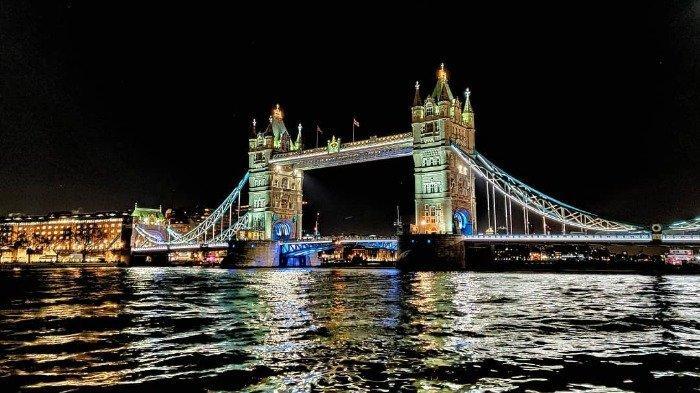 Pria Bersorban Kumandangkan Azan di Tower Bridge London, Videonya Viral di Medsos
