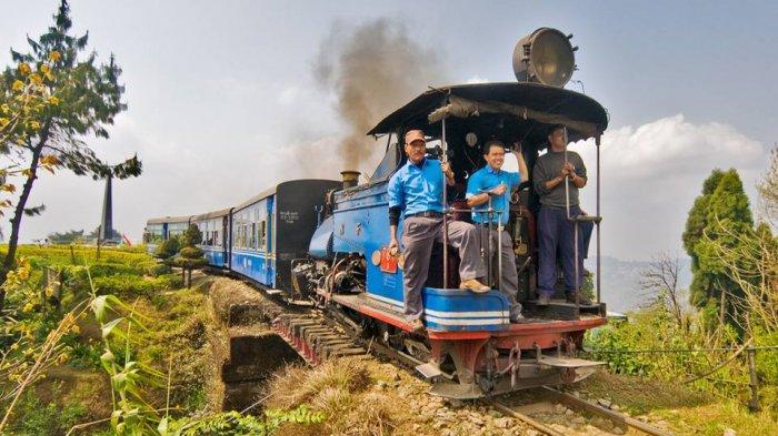 Liburan di Himalaya? Jangan Lupa Naik Toy Train, Kereta Mini yang Lewati Rute Berliku