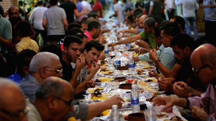 8 Tradisi Makan Saat Lebaran di Berbagai Negara Dunia