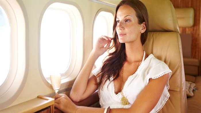 Sering Merasa Tak Nyaman Ketika Duduk di Kursi Pesawat? Begini Cara Mudah Mengatasinya