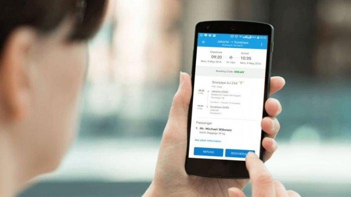 Ilustrasi cara memesan tiket pesawat melalui aplikasi Traveloka