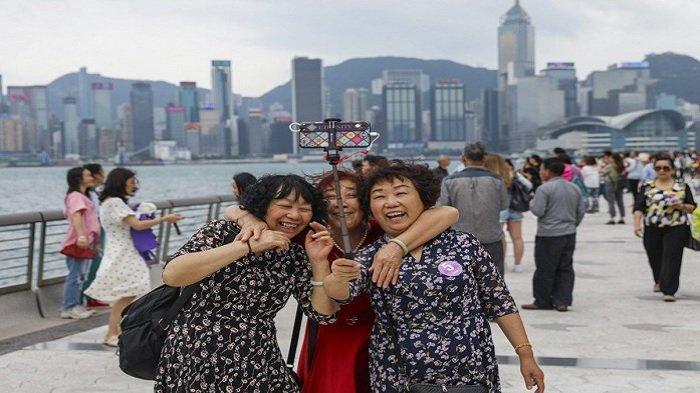 Warga Hong Kong Diminta Senyum dan Lebih Ramah pada Turis untuk Tingkatkan Kunjungan Wisata