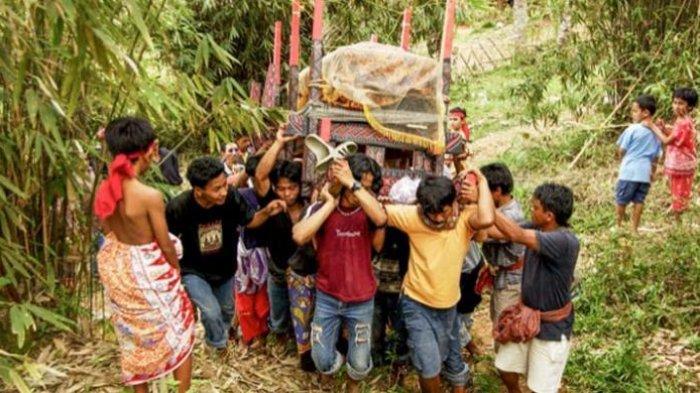 Cegah Penyebaran Covid-19, Polisi Hentikan Upacara Rambu Solo di Toraja