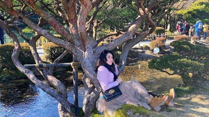 Liburan Artis - 'Me Time' ke Jepang, Via Vallen Main Bola Salju hingga Kunjungi Tokyo Disneyland