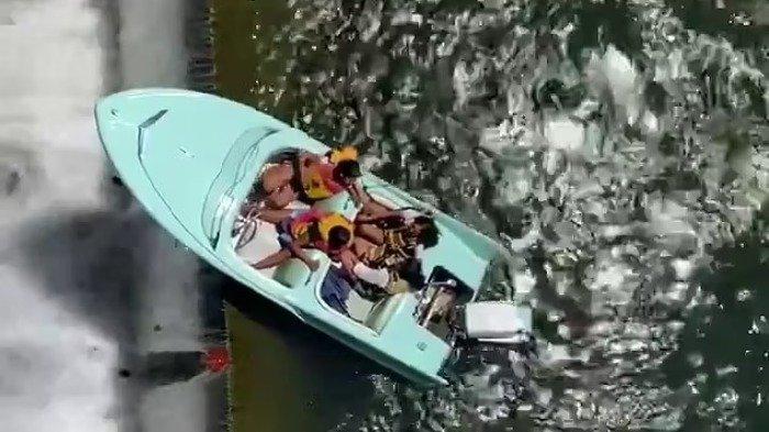 Viral di Medsos, Detik-detik Kapal Berisi Empat Penumpang Diselamatkan dari Tepi Bendungan