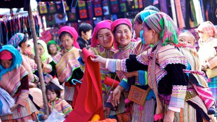 Sapa Market, Vietnam - Tips Liburan ke Vietnam, Ini 4 Hal Penting yang Perlu Kamu Perhatikan Sebelum Berangkat ke Sana
