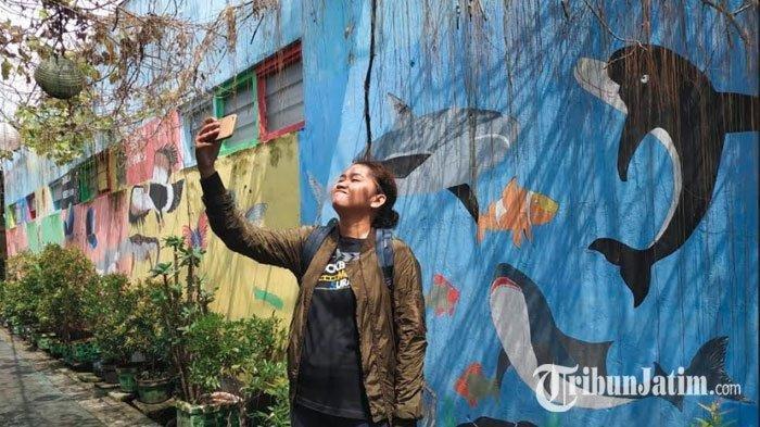 Lukisan di Tembok Kampung Bagong Ginayan jadi Spot Selfie Pemburu Foto Instagramable
