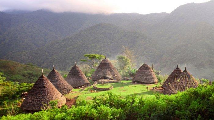 Wae Rebo di Kabupaten Manggarai, Flores, Nusa Tenggara Timur.
