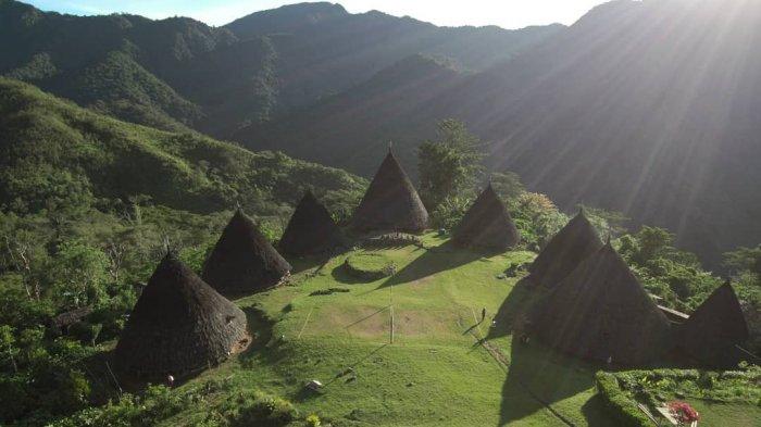 TRAVEL UPDATE: Berjuluk Desa di Atas Awan, Intip Indahnya Desa Wae Rebo di NTT