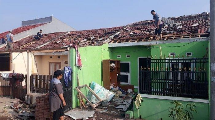 Awan Cumulonimbus Terlihat Sebelum Puting Beliung Menerjang Rancaekek, Kabupaten Bandung