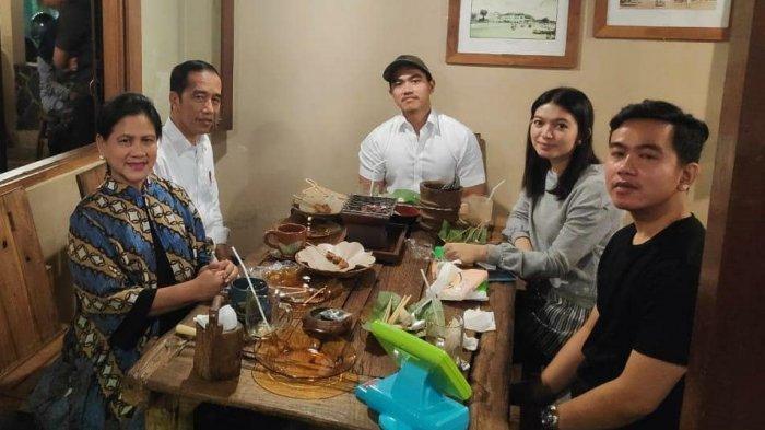 Libur Lebaran di Jogja, Jokowi dan Keluarga Kulineran di Waroeng Klangenan