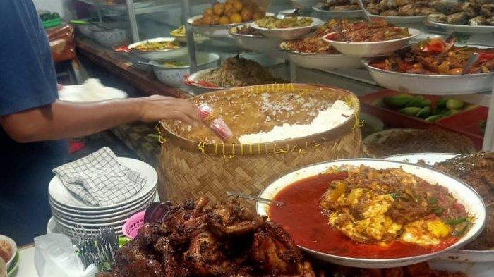 Sajian menu lauk dan sayur di Warteg Gang Mangga, Glodok, Jakarta Barat.