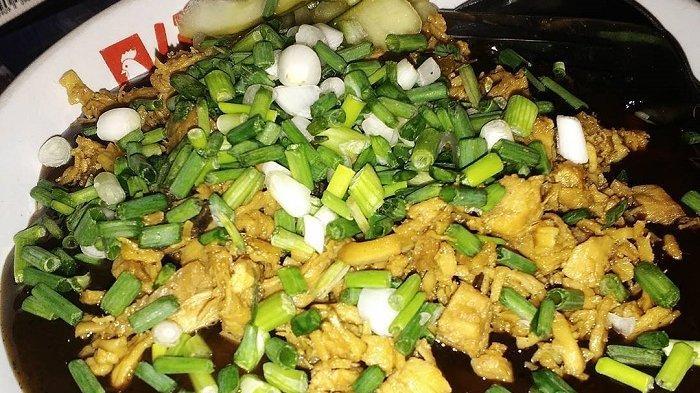 7 Mi Ayam Enak di Surabaya, Ada yang Disiram Kuah Tom Yum hingga Taburan Daun Oregano