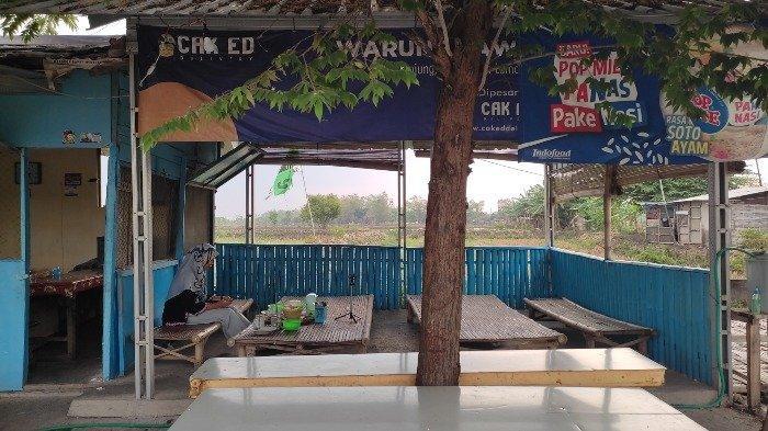 Warung Sawah, tempat makan penyetan di Lamongan dengan nuansa khas pedesaan.