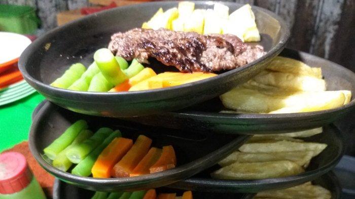Viral Warung Steak Kaki Lima di Surabaya, Pemilik Ternyata Mantan Supervisor Restoran Steak Terkenal