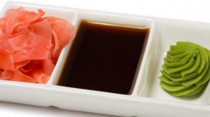 Wasabi dan kecap asin Jepang.