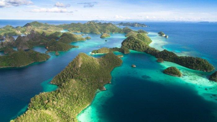 5 Spot Wisata yang Wajib Kamu Datangi di Raja Ampat, Tak Cuma untuk Snorkeling dan Diving!