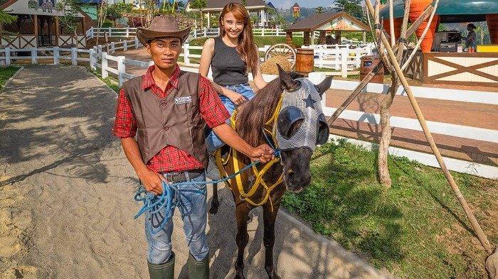 Wisata berkuda di Cimory Dairyland Prigen