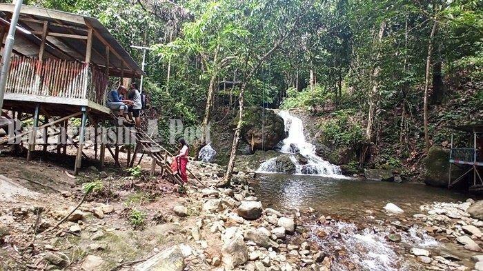 Wisata Kalsel. Air Terjun Riam Bainggi, objek wisata alam di Desa Dayak Pitap, Kecamatan Tebing Tinggi, Balangan, Provinsi Kalimantan Selatan.