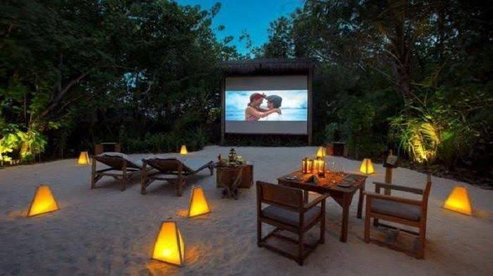 3 Wisata Malam di Maldives, Coba Ajak Pasangan Nonton Romantis di Bioskop Outdoor