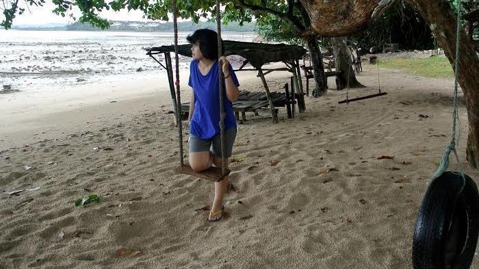 Melihat Keindahan Marina Bay Singapura dari Pantai Dangas di Batam