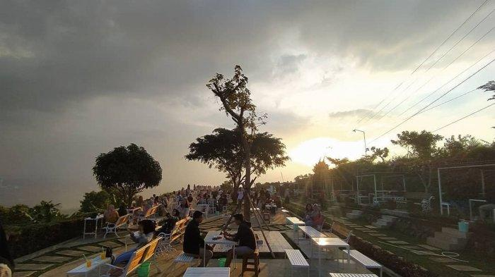 Spot Instagramable Taman Fathan Hambalang, Destinasi di Bogor yang Dijuluki Negeri di Atas Awan