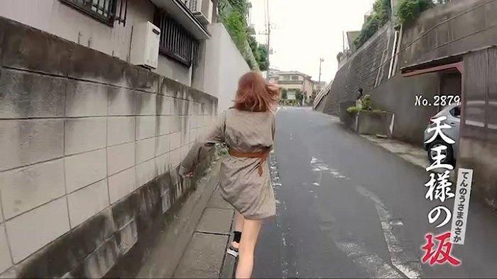 Tayang Selama 15 Tahun, Acara TV di Jepang Ini Cuma Tontonkan Wanita Berlari di Jalan Tanjakan