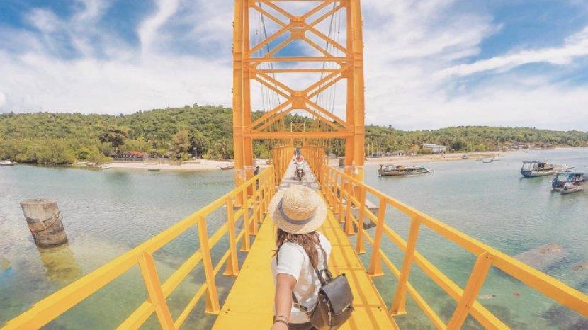 yellow-bridge-nusa-ceningan.jpg