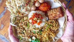 7 Tempat Kuliner Malam di Bali yang Terkenal Enak, Ada Nasi Men Lotri hingga Nasi Pecel Bu Tinuk