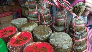 Berburu Jajanan Khas Imlek di Pecinan Bogor, Ada Kue Keranjang yang Dibungkus Daun Pisang