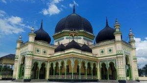 Wisata Religi ke Masjid Azizi, Bangunan Bersejarah Peninggalan Kesultanan Langkat