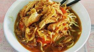 Taburan Daging Ayam Melimpah, Cicipi Nikmatnya Mie Ayam Jamaras Bandung yang Legendaris