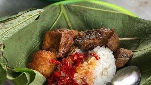 Menikmati Kelezatan Dendeng Bumbu Laos, Menu Langka Nasi Jamblang Cirebon yang Rendah Kolestrol