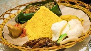 4 Nasi Kuning Enak di Samarinda untuk Sarapan, Nasi Kuning dan Kue Ibu Maskota Ada Sejak 1980